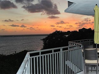 Keys to Paradise Direct Ocean Front Monthly 3 Bedroom Rental
