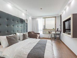 *Luxury Suite Ocean View like in a BOAT*, Netanya