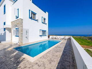 Villa Martina - Seaview / Private Pool / Sauna / Sleeps 10
