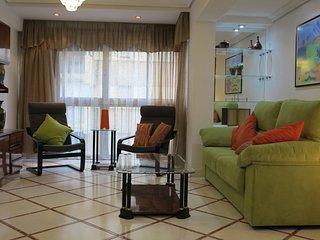 Amplio y cómodo apartamento con buena ubicación.