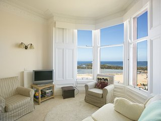 Linda Vista, beach front, 6 bedroom  holiday home in North Berwick