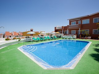 Relax Apartament in a Residencial area with Parking, Wifi, Pool, Garden and view
