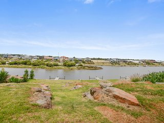 40 Britannia Parade - Gorgeous River Views - Moor Your Boat Right Out the Front!