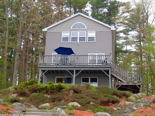 Gorgeous Lakefront Cottage on Cobbessee Lake near Lighthouse, East Winthrop