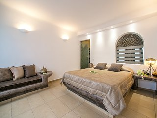 Caldera View, Private Suite, Out-Door Heated Jacuzzi, Imerovigli