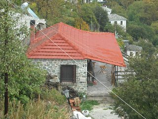Α cozy house for rent with large veranda, spectacular views, Makrinitsa