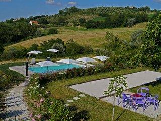 La Lucciola; Restaurierter Bauernhof mit 4 Ferienwohnungen und Pool