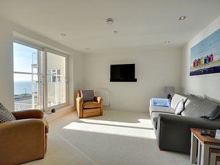 Direct seaviews, two bedroom luxury apartment - 7 Latitude West