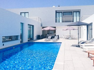 Villa Moderna - New!