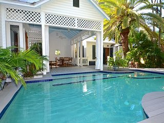Maritime At Caroline - Historic Home w/ Pvt Pool & Free Boat Charter, Key West