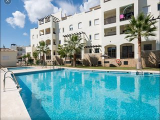 SUNNY APARTMENT WITH SEA VIEWS AND POOL, El Arroyo de la Miel