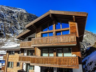 Chalet Mera Peak, Sleeps 8