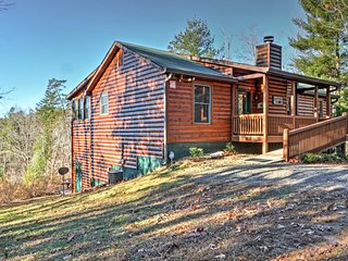 NEW! Rustic 4BR Sautee Nacoochee Lodge w/ Hot Tub!