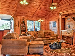 Upscale Helen Area Cabin w/ Hot Tub & Mtn. Views!
