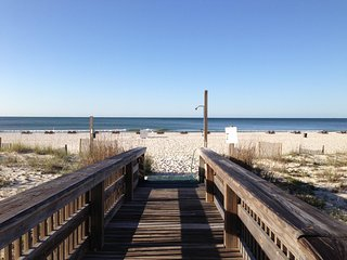 Cute Beachfront Two Bedroom Condo, Gulf Shores