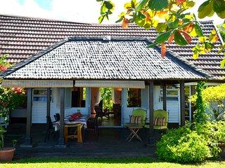 Maison Te Vini - bord de plage de sable blanc, jardin - 3 ch - 7 pers - Tahiti