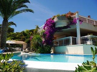 Villa grand standing - Vue mer superbe - Piscine a debordement