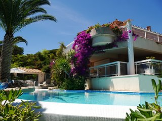 Villa grand standing - Vue mer superbe - Piscine à débordement