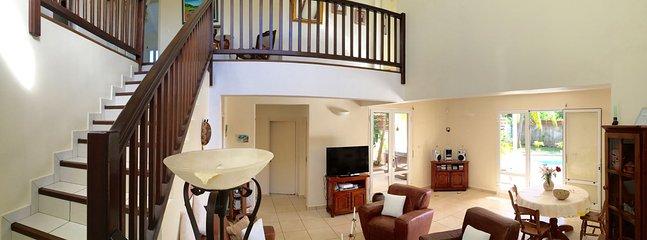 Panoramique salon, vue étage ( accès aux chambres )