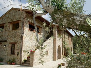Casa Lorenzo - Lavanda ~ Stunning, peaceful rural apt with pool, Panicale
