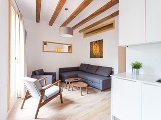 Bright & Trendy City Center Flat, Barcelona