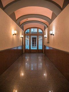 L'ingresso principale al Soffice Nido nel cuore di Torino.