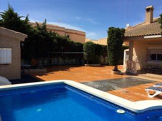 Chalet 500m2 con piscina privada en Playa Honda, La Manga