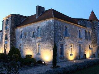 Chateau XVIeme entre Perigord, Cognac et Bordeaux