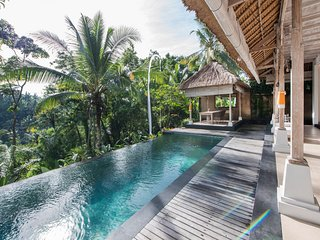 Secluded Escape for a Couple with Spectacular Panoramic Views