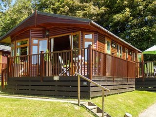 NUMBER 71, spacious ground floor lodge, decking, on-site facilities, Camelford