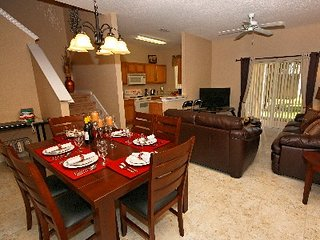 PREMIUM HOME! CLOSE TO THE POOL, COMFORTABLY SLEEPS 8