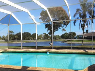 Naples Lakefront 3BDRs Villa with private Pool & lanai