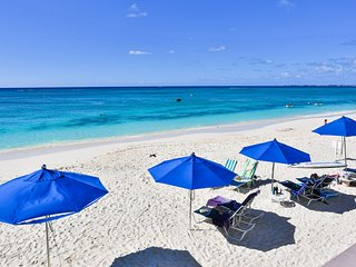 Beautiful 1Bed on Beach Cayman Reef 36, Seven Mile Beach