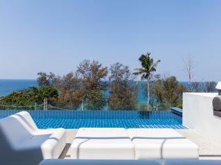 Villa Sammasan - Loungers by the pool