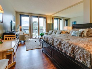 Peaceful corner studio w/views of pool & Santa Rosa Sound! Snowbirds welcome!