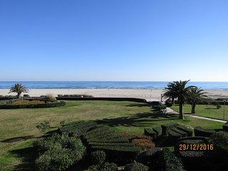 APPT T2 traversant VUE MER acces direct a la plage a 50 Metres ;WI-FI