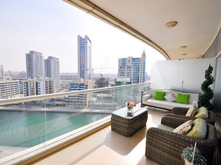 Huge Balcony - Views of Dubai Marina - 2 Bedroom Apartment