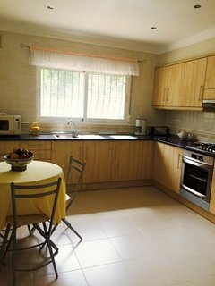 Spacious and well equipped kitchen with dishwasher, microwave and fridge/freezer