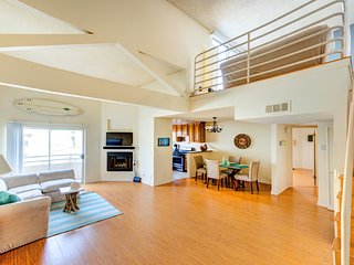 Massive 3 Bed 2 Bath Beach House Loft Duplex ROOF!