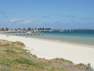 Sea View Gardens - Rockingham