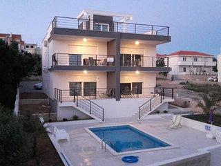 Olivia 2 luxury apartment for 6 with a pool, Novalja