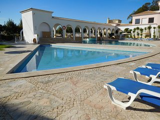 Dawnville Red Apartment, Portimao, Algarve, Praia da Rocha
