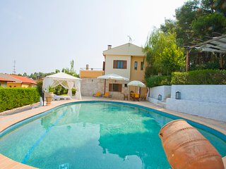 Villa Bozis with private pool, Fourka