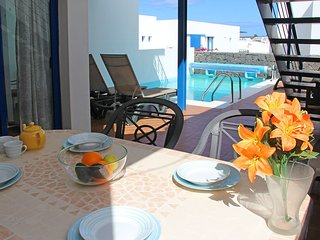 3 BEDROOM DUPLEX VILLA WITH SEA VIEWS, HEATED POOL, WIFI, TV.