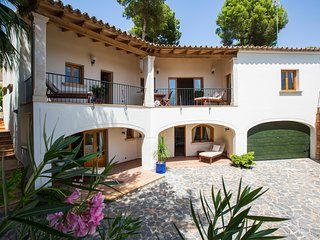 Bendinat, 4 bedroom detatched Villa, with private pool. Close to Puerto Portals