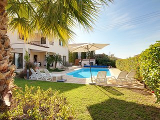 Villa Aphrodite' Rock a Fab 3 bed detached villa with p.pool in great location!
