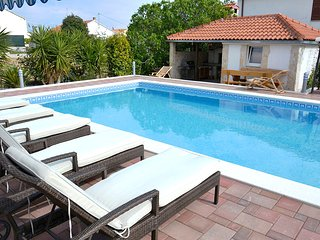 Trogir Center 2 BR Apartment With Pool for 5 - A2