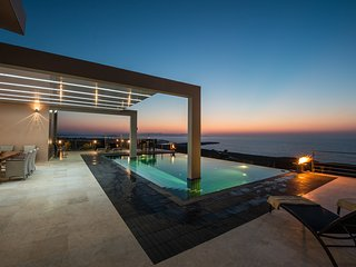 Luxurious villa with infinity pool - ideal for families with children