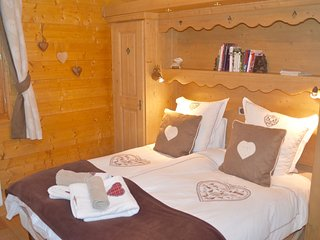 Ecrins Etoile 9c ,Samoens Luxury 2 bed 2 bathroom, in centre 58sqm