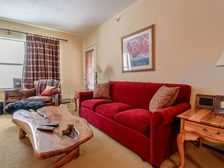 Ski-in/ski-out condo w/ shared hot tub & pool - easy access to golf, too!